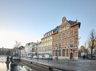 ÀRTER ARCHITECTS - Cheval-Marin - Restoration and transformation of an historical corner building with a restaurant on the ground floor and flats above ©Arter