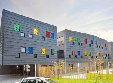 AAC Architecture - Vue sur la façade ouest de l'école Photo©Julien Forthomme