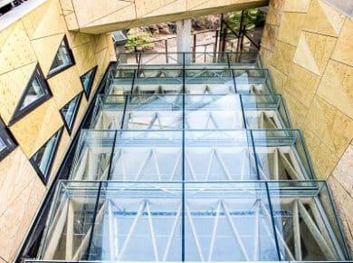 architectesassoc. - Glazen dak boven de toegangen naar de werkplaatsen Photo©Greenbizz