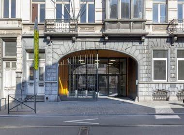 DDS+ - Site Van OOst - Ancienne entrée de la brasserie donnant aujourd'hui accès à la salle de sport Photo© Marie-Noëlle Dailly