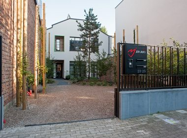 ART-HOME ARCHITECTS - Façade à Rue depuis le portail d'entrée Photo@Photographe Bernard Boccara